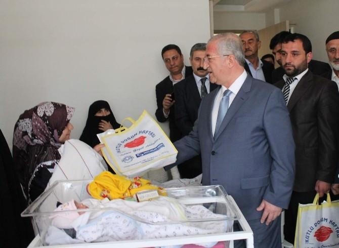 Siirt'te Yeni Doğan 17 Bebeğe Kutlu Doğum Altını Takıldı