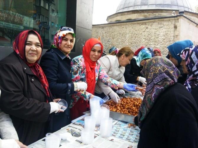 AK Parti Kütahya İl Kadın Kolları Başkanlığı'ndan Halka Lokma İkramı