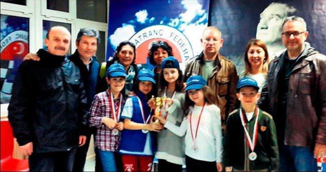 Büyük Kolej öğrencilerinden satranç yarışmasında başarı