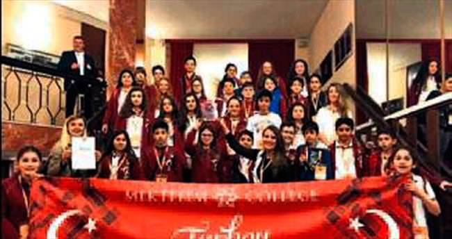 Liseli gençlerden gururlandıran ödüller