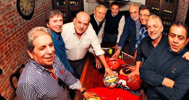 SABAH Spor'un yıldızlar topluluğu yazar kadrosu, Türkiye'nin en iyi gazetesinin 30 yılını yorumladı