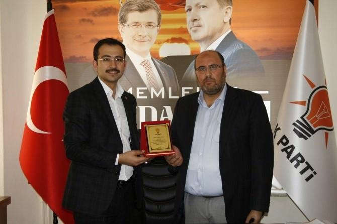 AK Parti İl Başkanı Tanrıver'den Aday Adaylarına Teşekkür Plaketi
