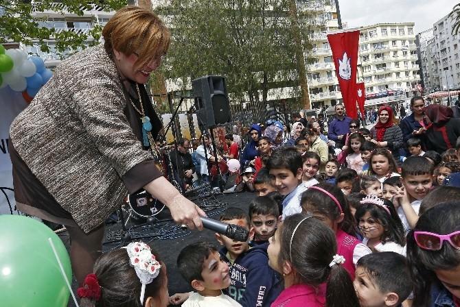 İzmir'de 23 Nisan'ı Coşkuyla Kutladılar