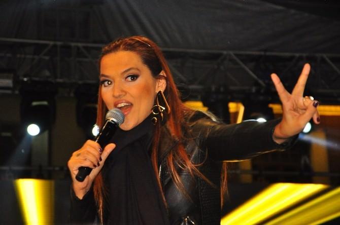 Mesir Macunu Festivali'nde Demet Akalın Coşkusu