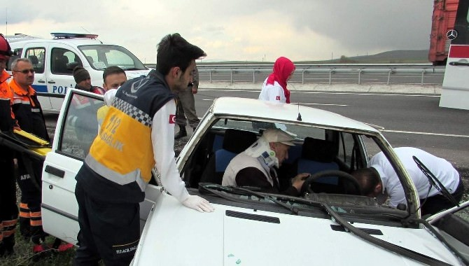 Otomobilde Sıkışan Sürücü Güçlükle Kurtarıldı