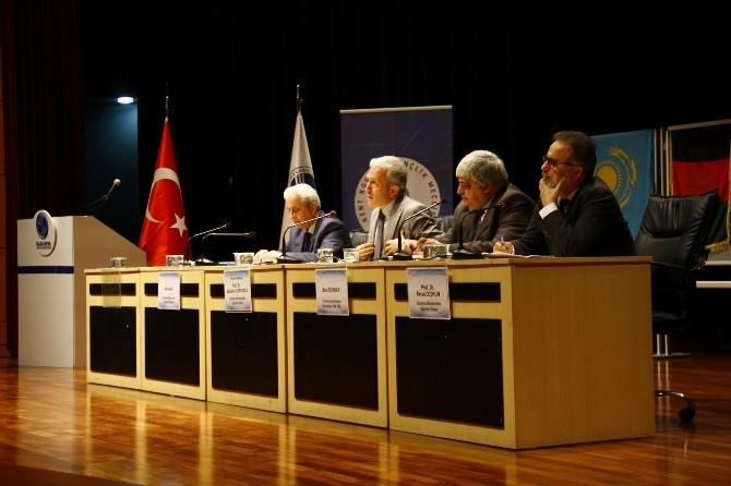 SAÜ'de ''100. Yılında Ermeni Meselesi'' Paneli Düzenlendi