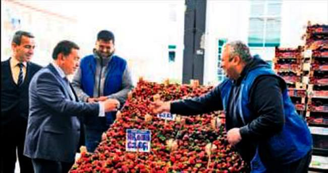 Başkan Çetin'den pazarcılara ziyaret