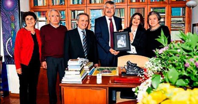 Yaşar Kemal'in ödülü eşine verildi