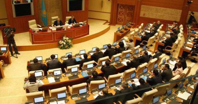Kazakistan devlet başkanı seçimi için sandık başına gidiyor
