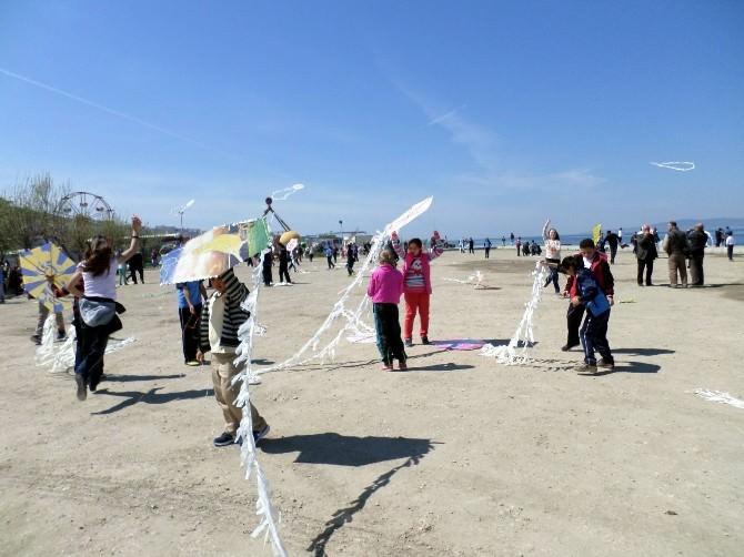Mudanyalı Öğrenciler 23 Nisanı Uçurtma Uçurarak Kutladı
