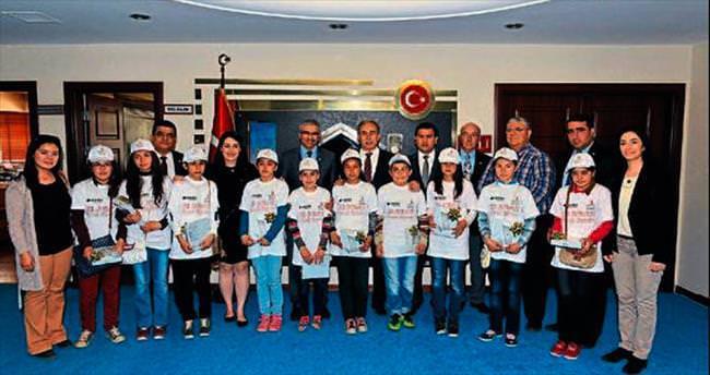 Öğrenciler 23 Nisan'da Vali Büyük'ü ziyaret etti