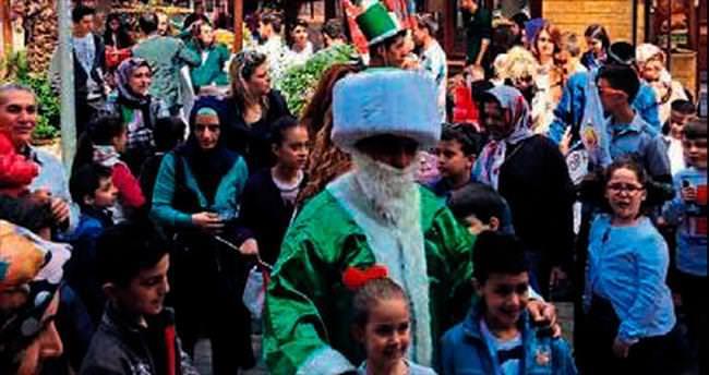 Nasreddin Hoca oyuncak dağıttı