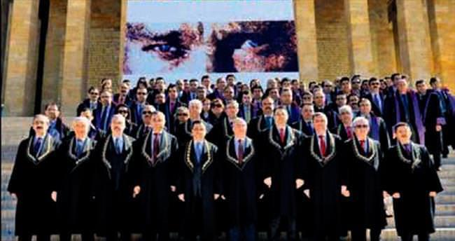 Yüksek Mahkeme 53. yılını kutladı