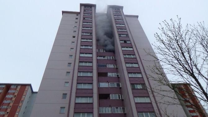 Gaz Kaçağını Çakmakla Kontrol Etti, Evi Havaya Uçurdu: 2 Yaralı