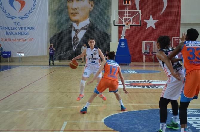 Yalova'da Oynanan TKB2l Sekizli Finallerinde İlk Gün Sona Erdi