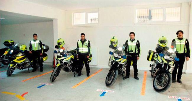 112 motosiklet ekibi hastalara hızır gibi koşuyor