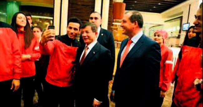 Başbakan Davutoğlu ile 'selfie' heyecanı