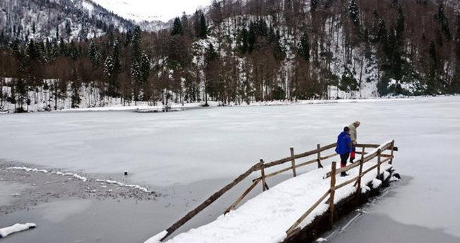 Karagöl'de kar sürprizi