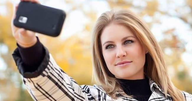 Kızlar 'selfie'ye günde 48 dakika harcıyor