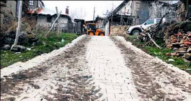 Beypazarı'nda parke taş çalışması sürüyor