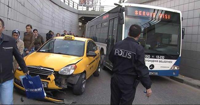 Trafik kilitlenince, vatandaşlar işlerine yürüyerek gitti