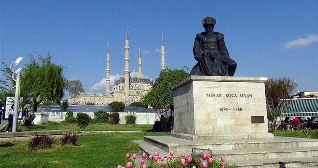 Selimiye'ye çorapsız girilemeyecek