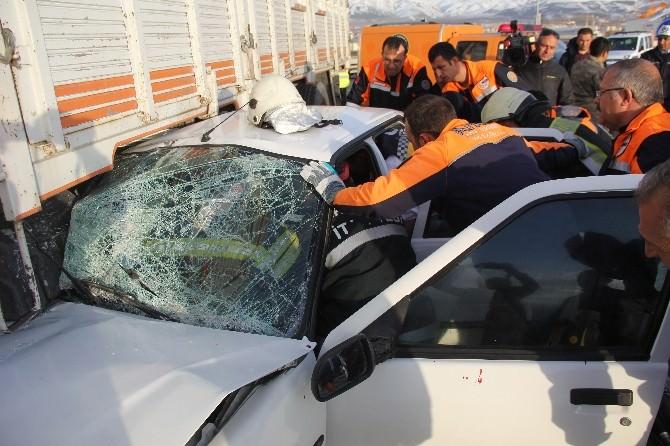 Erzurum'da Trafik Kazası: 5 Askeri Personel Yaralı