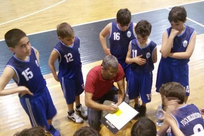 Foça'nın Minik Basketbolcuları İlk Maçını Galibiyetle Süsledi