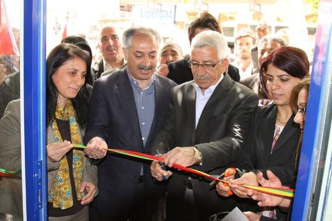 HDP Ergani'de Seçim Bürosu Açtı