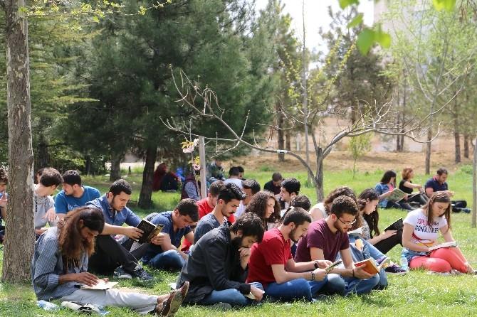 Karabük Üniversiteliler Okuyor