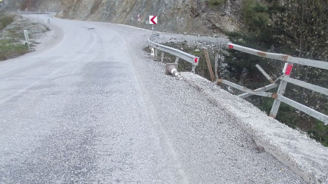 İkizcay Köprüsü Tehlike Saçıyor
