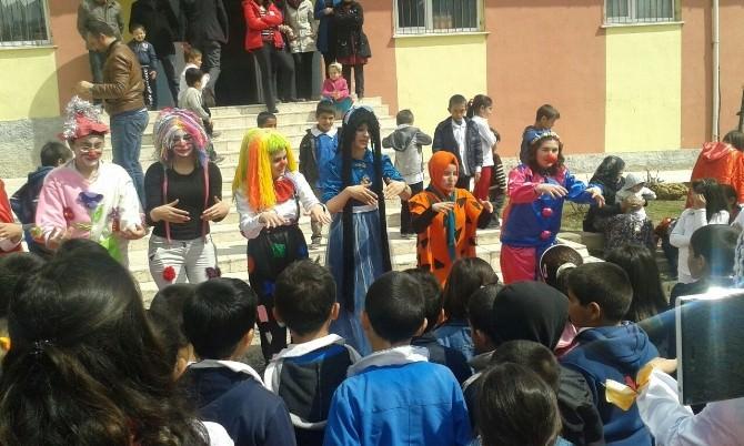 Üniversite Öğrencilerinden Köy Okuluna Ziyaret