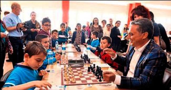Miniklerin satranç mücadelesi