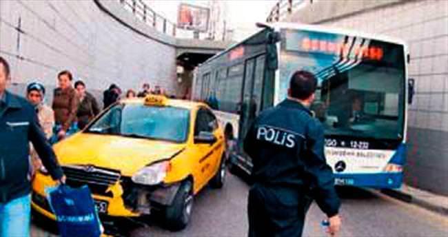 Trafik kilitlenince, vatandaşlar işe yaya gitmek zorunda kaldı