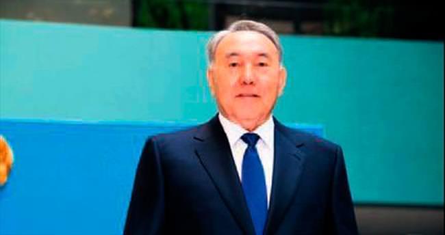 Kazak lider Nazarbayev iktidarını sürdürüyor