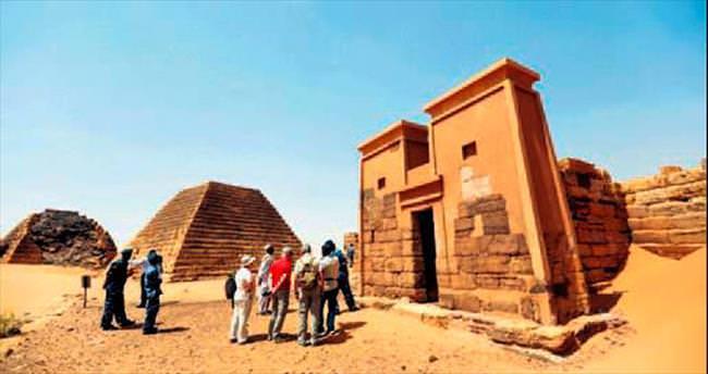 Sudan piramitleri ziyaretçi bekliyor