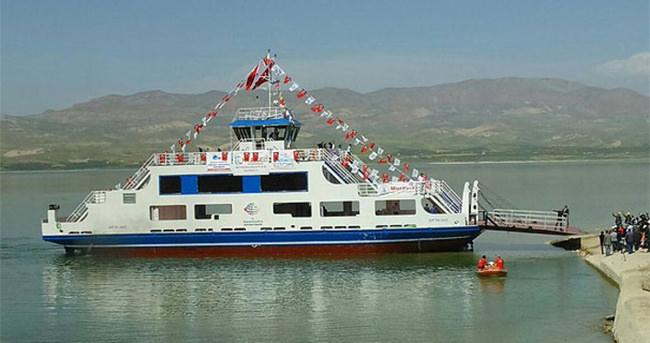 Çevreci feribotlar Malatya'da suya indi