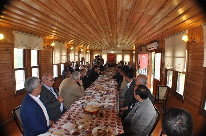 AK Parti Adayları Muhtarlarla Buluştu