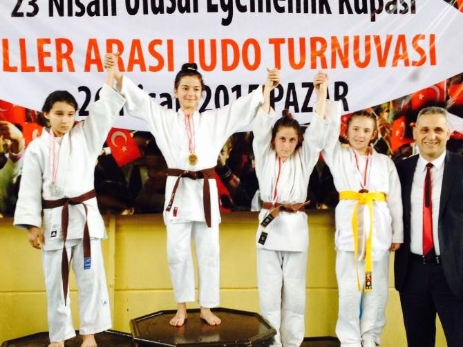 Akyazı'da, Çifte Şampiyon Büyükşehir Oldu