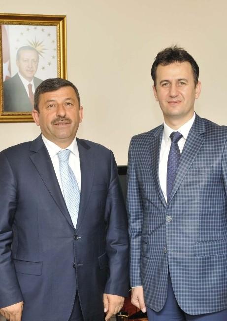Başkan Karabacak GTÜ Rektörünü Ziyaret Etti