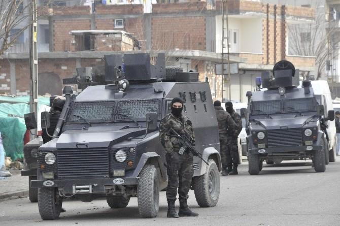 Firari Zanlıyı Almaya Giden Polis Saldırıya Uğradı