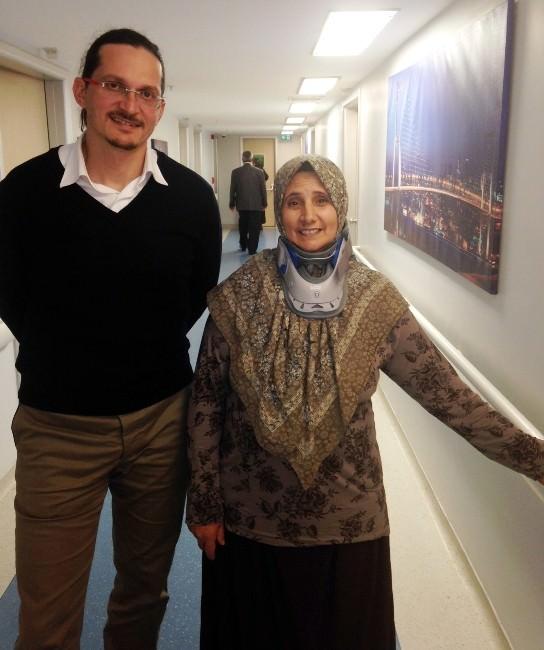 Türk Doktor, Libyalı Kadını Bıçaksız Ve Narkoz Olmadan Tedavi Etti
