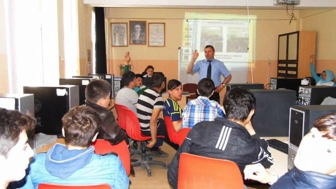 Hisarcık Çpl'de Öğrencilere Bölüm Tanıtımı Yapılıyor