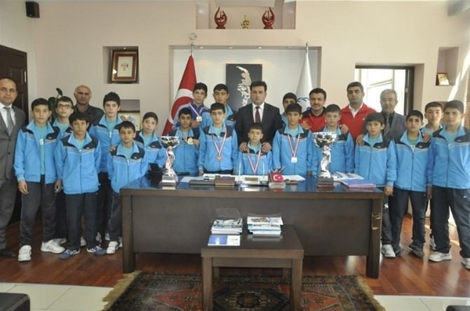 13 Yaş Gurubu Pehlivanlar Türkiye Şampiyonu Oldu