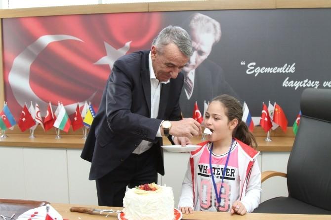 10 Yaşındaki Azeri Çocuğu Hayat'a Doğum Günü Sürprizi