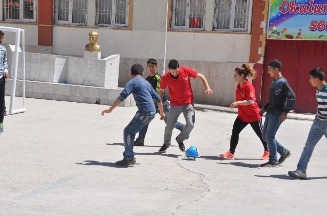 Kıbrıs Ortaokulu'na Spor Malzemesi Desteği