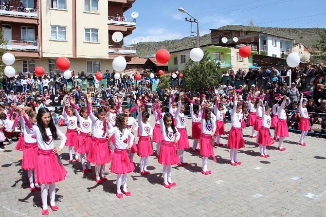 Oltu'da 23 Nisan Kutlamaları Renkli Görüntülere Sahne Oldu