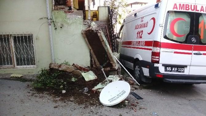 Ambulans Evin Duvarına Çarptı