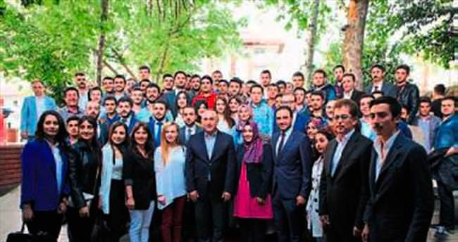 AK Parti gençlere güvenini gösterdi