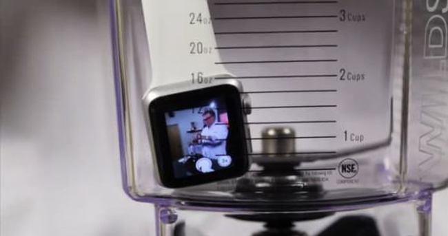 Apple Watch'u blender'ın içine attılar